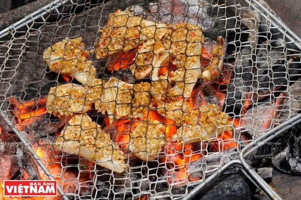 越南美食:香茅辣椒烤鱿鱼 hinh anh 3