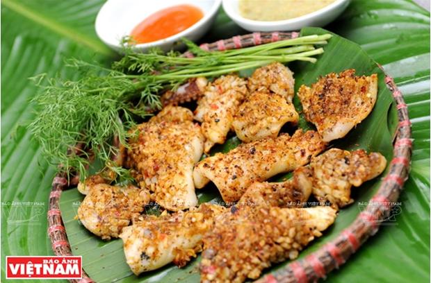 越南美食:香茅辣椒烤鱿鱼 hinh anh 4