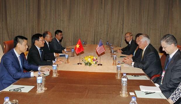 2017年APEC会议:越南政府副总理兼外长范平明会见美国国务卿蒂勒森 hinh anh 2