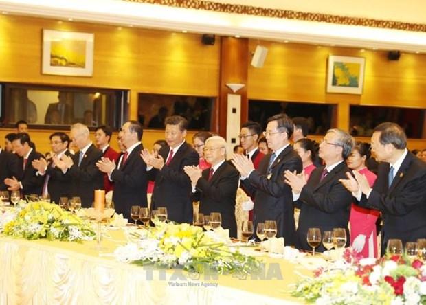 阮富仲和陈大光设宴招待中共中央总书记、国家主席习近平 hinh anh 1