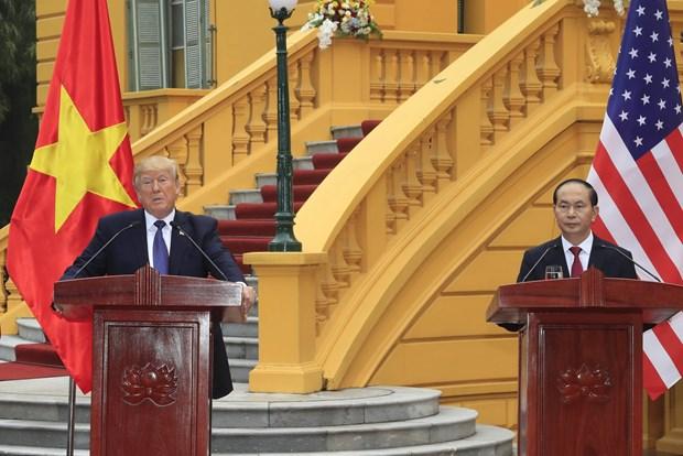 越南国家主席陈大光与美国总统特朗普召开联合新闻发布会 hinh anh 1