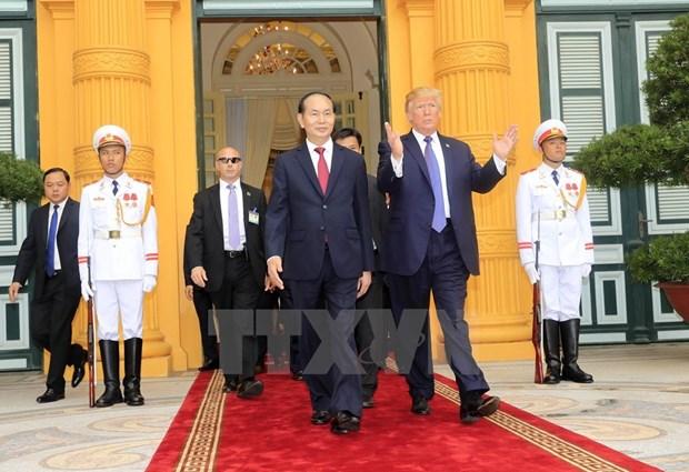 美总统特朗普圆满结束对越南的国事访问 hinh anh 1