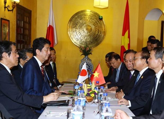 越南政府总理阮春福与日本首相安倍晋三举行会谈 hinh anh 2