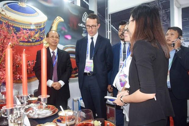 明隆瓷器亮相APEC——越南陶瓷行业之骄傲 hinh anh 9