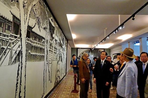 越韩美术交流展在胡志明市开展 hinh anh 2