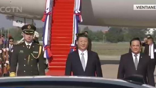 习近平抵达万象 开始对老挝进行国事访问 hinh anh 1