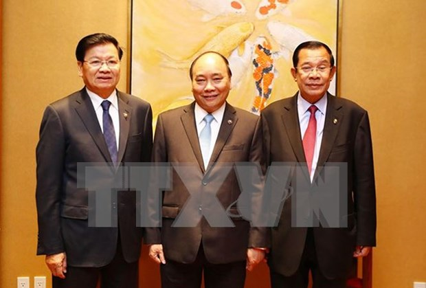越老柬三国总理举行工作座谈会 hinh anh 1