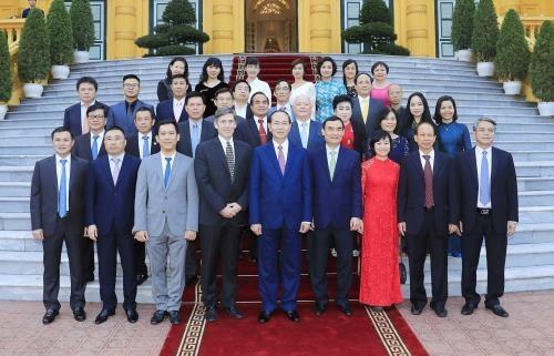 越南国家主席陈大光会见2017年APEC领导人会议周主要赞助商 hinh anh 1
