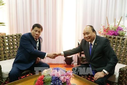 第31届东盟峰会:阮春福分别会见梅德韦杰夫和杜特尔特 hinh anh 2