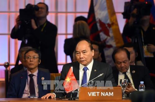 越南政府总理阮春福出席第12届东亚峰会 hinh anh 1