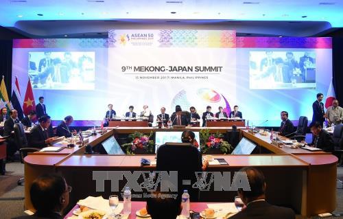 第31届东盟峰会:越南政府总理阮春福出席湄公—日本峰会和东盟—联合国峰会 hinh anh 1