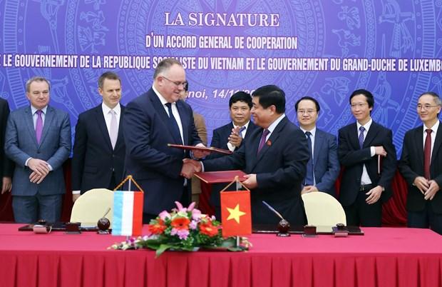 越南与卢森堡签署合作框架协议 hinh anh 2