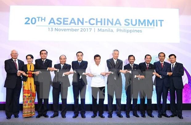 越南政府总理阮春福出席东盟与各对话伙伴领导人会议 hinh anh 1