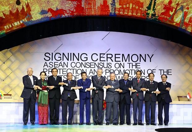第31届东盟峰会:阮春福出席第15次东盟-印度领导人会议并致辞 hinh anh 2