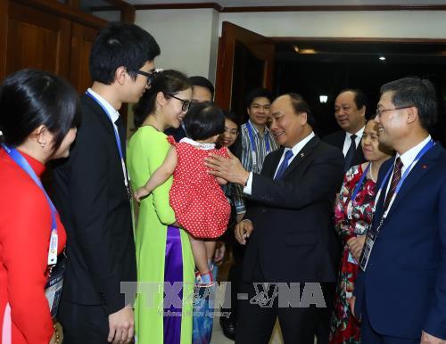 越南政府总理圆满结束出席第31届东盟峰会及系列会议之行 hinh anh 3