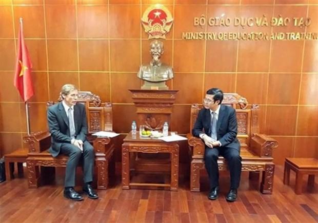 越南教育部与世界经济论坛加强教育合作 hinh anh 1