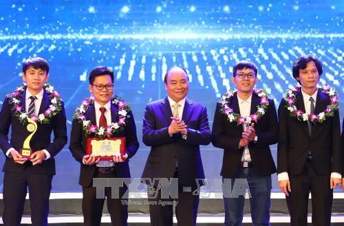 阮春福总理:国家兴亡取决于人才的引进、人才培养和人才使用 hinh anh 2