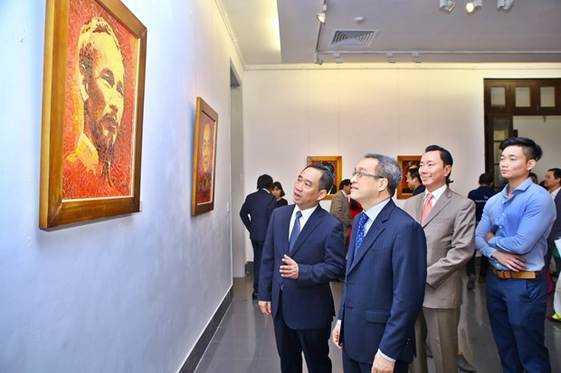 """""""2017年APEC各经济体领导人肖像""""陶瓷拼贴画展正式开展 hinh anh 2"""