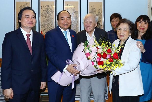 越南政府总理阮春福教师节走访慰问越南教师代表 hinh anh 2