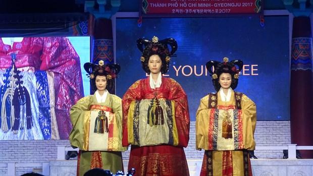 韩传统服装和韩国电影代表性作品亮相胡志明市 hinh anh 2