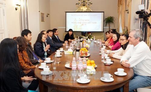 越南语教学为提高旅德越南人的社会地位做出贡献 hinh anh 2
