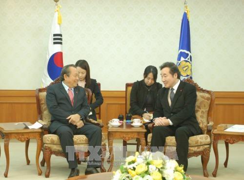 越南政府副总理张和平会见韩国国务总理李洛渊 hinh anh 1