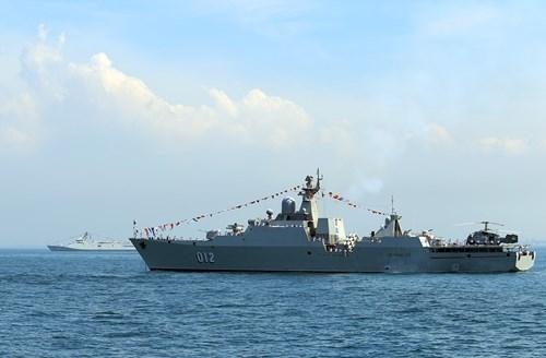 越南海军黎太祖012号导弹护卫舰参加国际舰队检阅活动 hinh anh 1