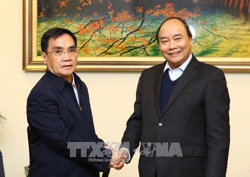 政府总理阮春福会见老挝和瑞典客人 hinh anh 1