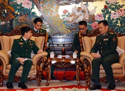 越中青年军官合作取得丰硕成果 hinh anh 1