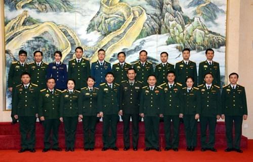越中青年军官合作取得丰硕成果 hinh anh 2
