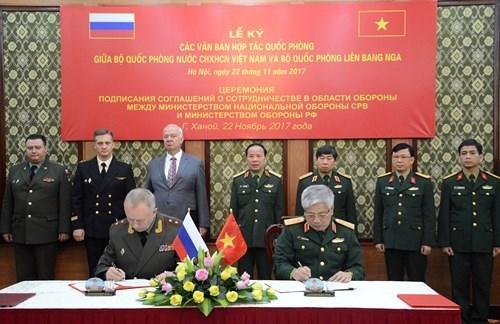 越南国防部长吴春历会见俄罗斯国防部高级代表团 hinh anh 3