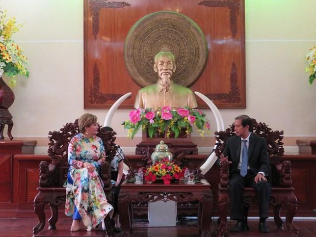 哥伦比亚希望与芹苴市合作推动水上旅游发展 hinh anh 1