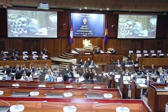 柬埔寨国家选举委员会进行分配反对党救国党的国会席位 hinh anh 1