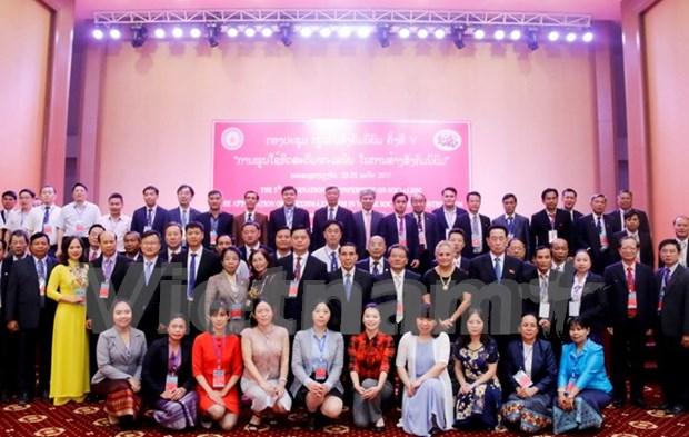 越南赴老出席第五次社会主义国际研讨会 hinh anh 1