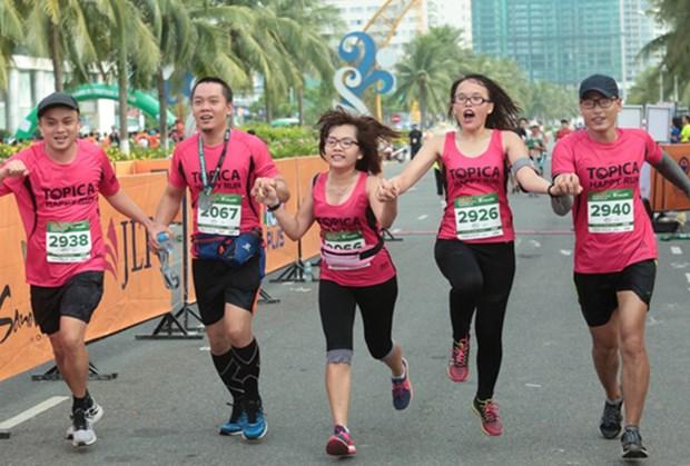 来自44个国家的5000多名运动员参加胡志明市国际马拉松比赛 hinh anh 1