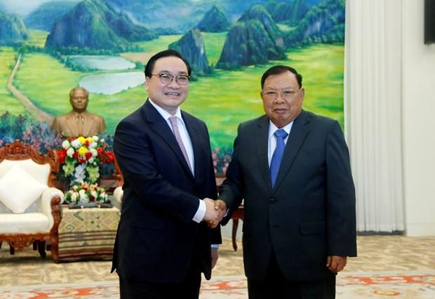 老挝领导会见河内市代表团 hinh anh 1