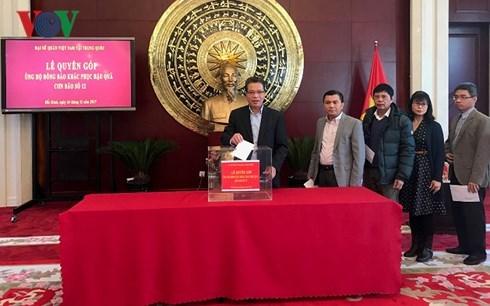 越南驻中国大使馆开展赈灾捐款活动援助灾民 hinh anh 1