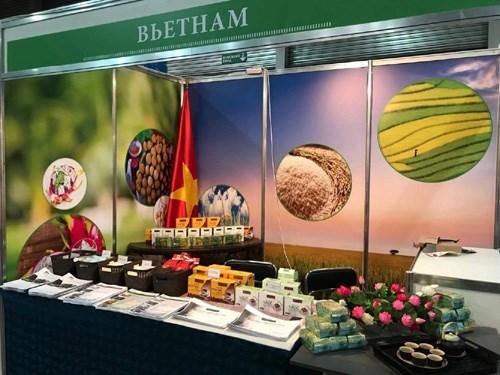 2017年乌克兰国际食品展:越南展位吸引众多参观者驻足观看 hinh anh 1