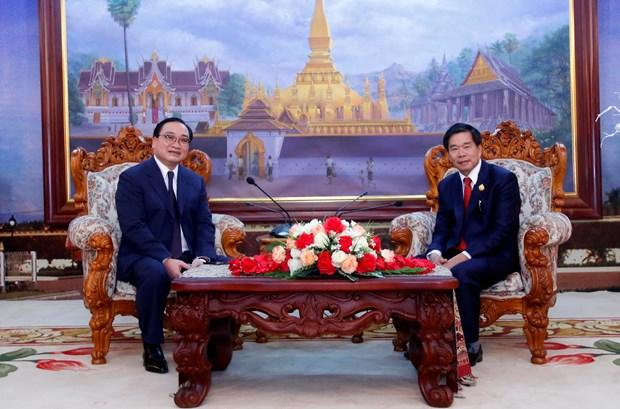 越南河内与老挝万象深化合作 hinh anh 1