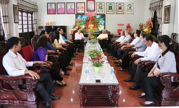 越南祖国阵线中央委员会主席陈青敏向安江省信教群众致以圣诞祝福 hinh anh 2