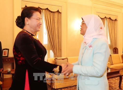 越南国会主席阮氏金银会见新加坡共和国总统哈莉玛·雅各布 hinh anh 1