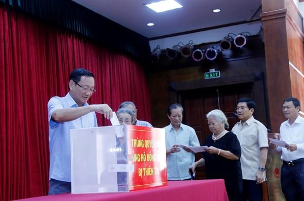 旅外越南人为国内受灾群众开展捐款活动 hinh anh 1