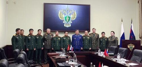 越南国防部领导会见俄联邦副总检察长 hinh anh 1