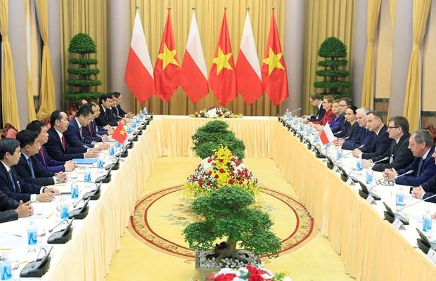越南国家主席陈大光与波兰总统安杰伊•杜达举行会谈 hinh anh 1