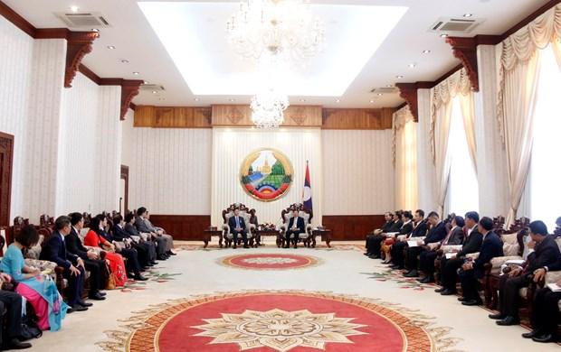 老挝总理通伦·西苏里会见越南司法部代表团 hinh anh 2