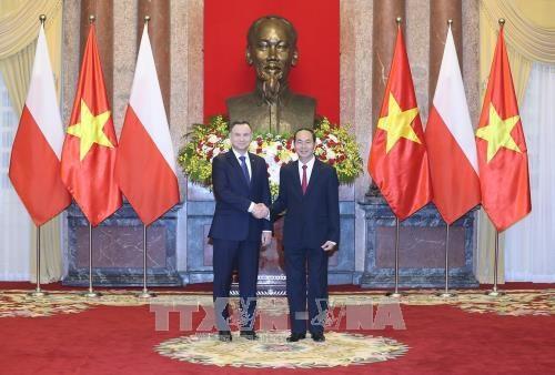 越南与波兰发表联合声明 致力加强传统友好合作关系 hinh anh 1