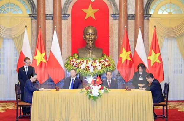 越南国家主席陈大光举行仪式欢迎波兰总统访越 hinh anh 2