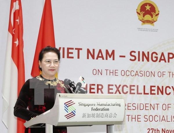 越南国会主席阮氏金银出席越新企业家对话会 hinh anh 1