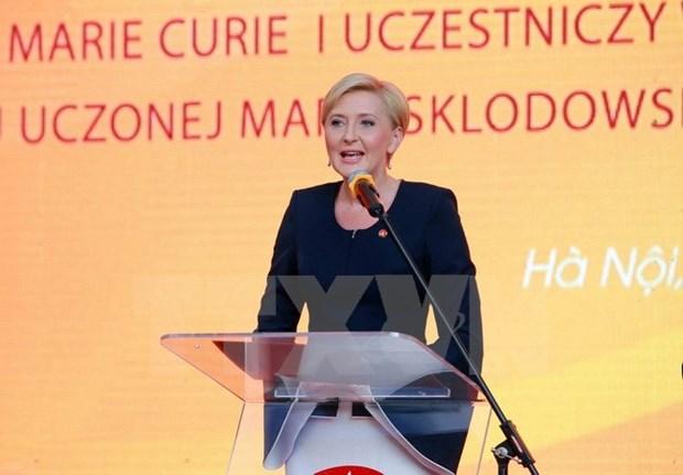 波兰总统安杰伊·杜达夫人探访河内居里夫人学校 hinh anh 2