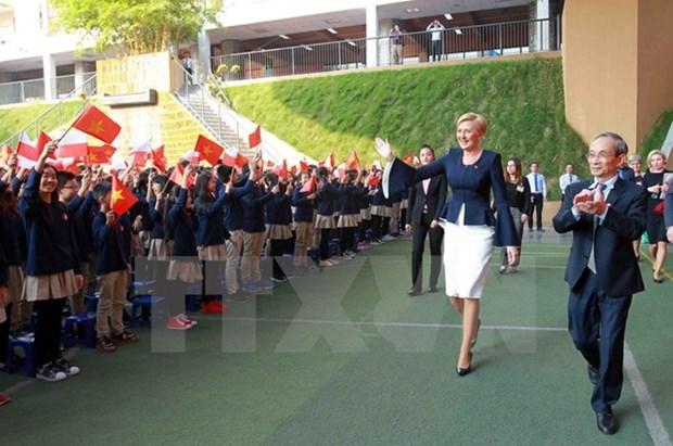 波兰总统安杰伊·杜达夫人探访河内居里夫人学校 hinh anh 1